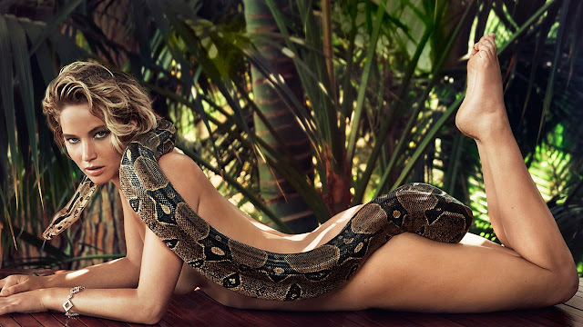 Jennifer Lawrence faz estranha tatuagem