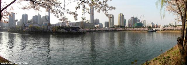 Panorámica del lago Sokchon en Jamsil
