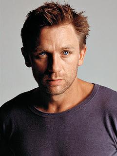 Popular Actor Daniel Craig Latest HD wallpapers 2012