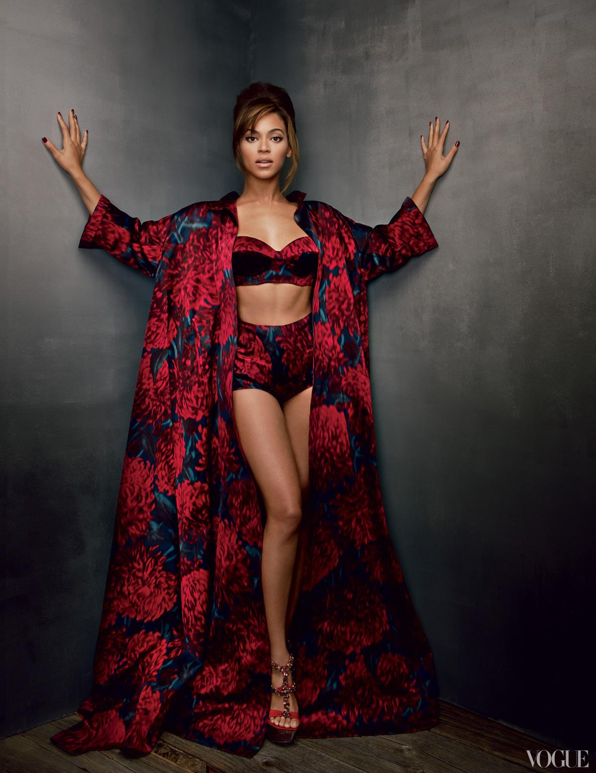 http://1.bp.blogspot.com/-fxP9-c_9IKc/URjvnVyVyDI/AAAAAAABEdk/ubWtJr0K2lg/s1600/Vogue-Magazine-March-2013-Beyonce-Feature-Story-The-Gossip-Wrap-Up-2.jpg