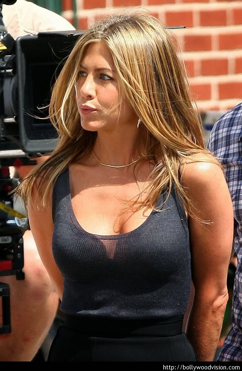 jennifer aniston plastic surgery nose job breast implants