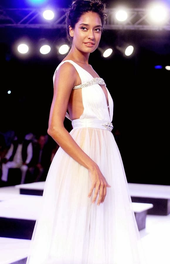 Lisa Haydon Hot Walk on Ramp