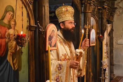 """Возглас """"Светлост Христова просветљује све"""" и древни чин дочекивања вечерње светлости"""