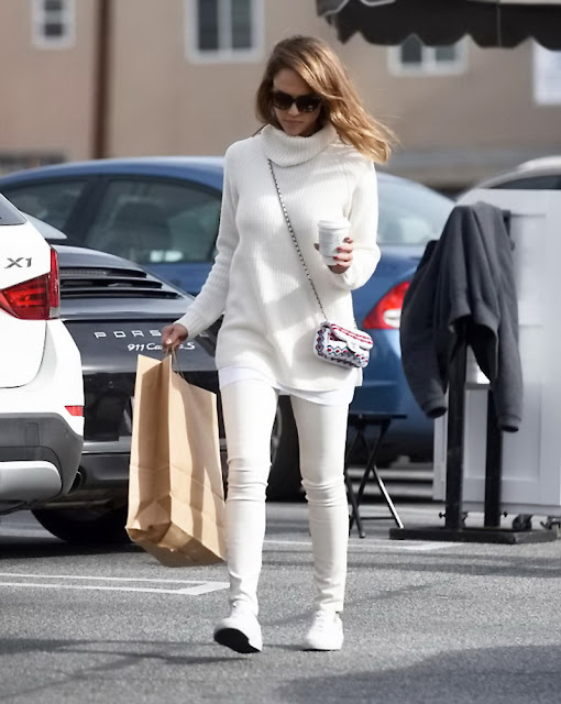 Actress, Model, @ Jessica Alba - Holiday shopping