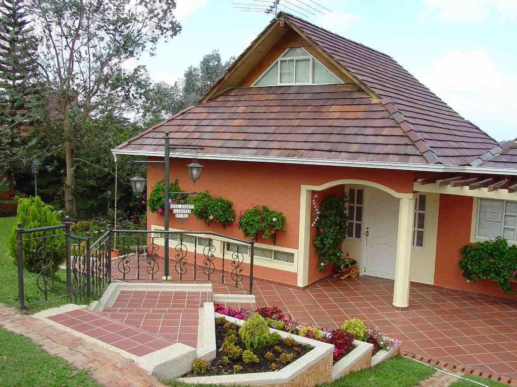 Decoracion actual de moda fachadas de casas de campo for Fachadas de jardines para casas