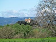 La capella de Sant Jordi Puigseslloses des del camp de vol