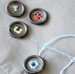 http://todiyornottodiy.blogspot.pt/2013/01/letter-buttons-free-font.html