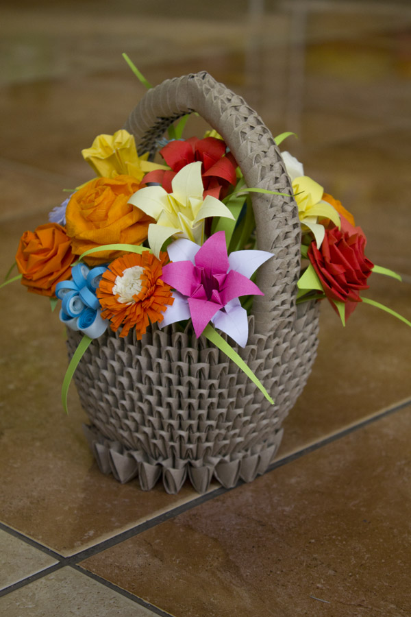 Paprvilg sznes virgkosr colourful origami flower basket the daffodil was the hardest and the rose the easiest one i also made a rose of crepe paper which i like more because it has rounder edges and its so mightylinksfo