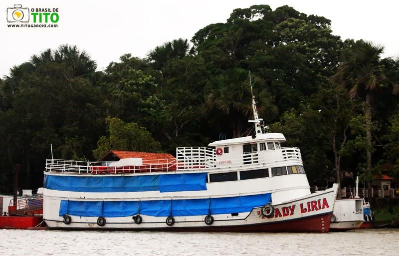 Barco Lady Liria que liga Cotijuba e Icoaraci, em Belém - Pará