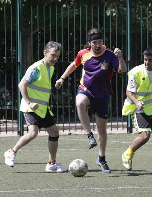 Memes Pablo Iglesias jugando al fútbol