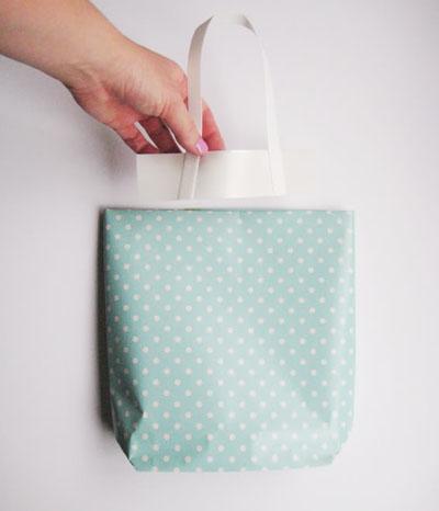 Haz una bolsa de papel para regalo lodijoella - Bolsa de papel para regalo ...