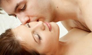 6 Cara Seks Membuat Wanita Tampak Lebih Cantik & Menarik