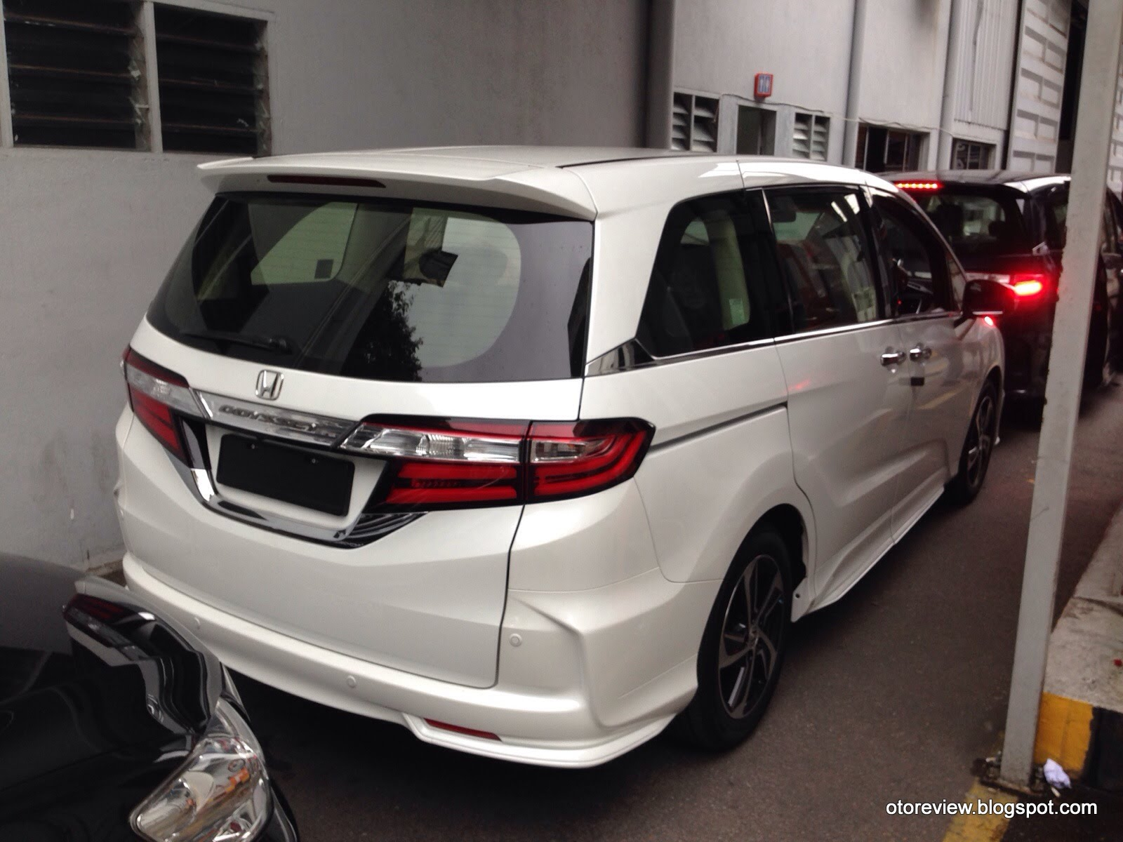 CLOSE UP: Honda Odyssey EX V Earth Dreams