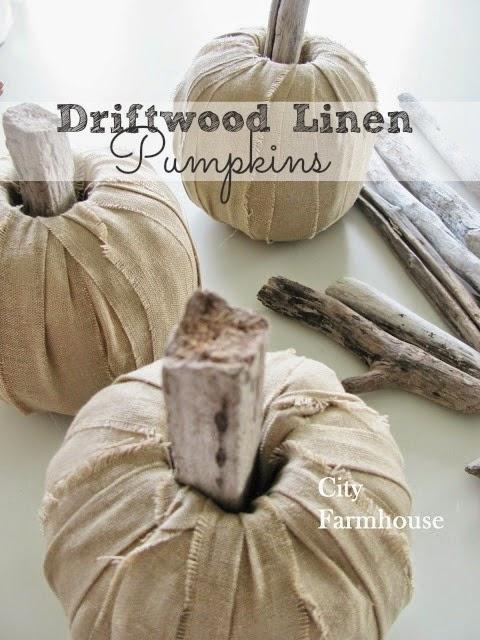 Calabazas de tela, palos y rollo de papel higiénico para decorar en Halloween1
