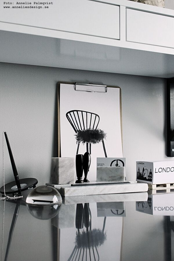 poster, posters, konttryck, tavla, tavlor, svart och vitt, svartvit, svartvita, anneliesdesign, interior, inredning, stol, memoblock på lastpall, miniatyr lastpall, lastpallar, marmor ställ, pennställ, skrivbord, arbetsrum, arbetsrummet, grått, webbutik, webbutiker, webshop, näthandel,