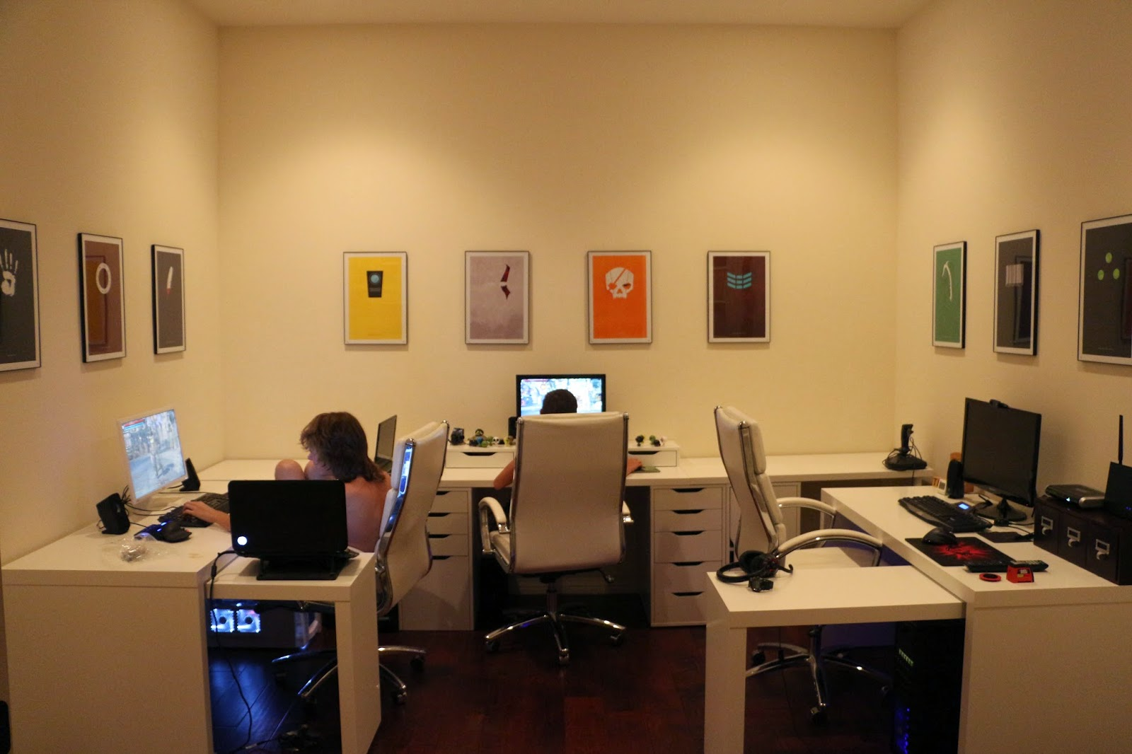 computer room, gamer room design, minimalist video game posters,