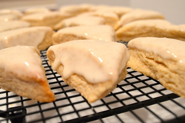 vanilla-scones-with-glaze