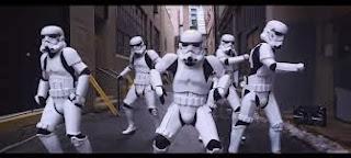 Des Stormtroopers qui twerk