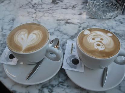 Cafés con arte, en el Cappuccino Grand Café del Hotel Melia Don Pepe, Marbella