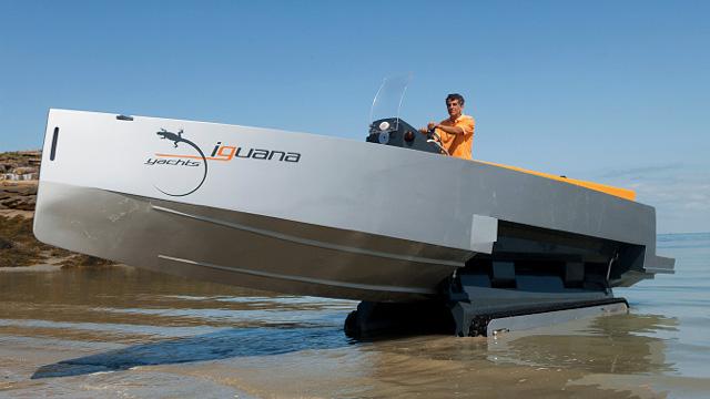 Barco com lagartas aberto at de madrugada for Todo sobre barcos