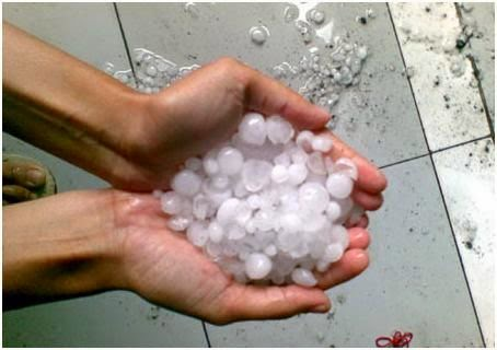 Efek Cumulonimbus, BMKG: Waspadai puting beliung dan hujan es!