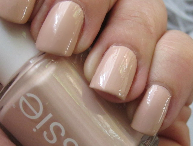 Found! The nude nail polish that won\'t give you mannequin hands ...