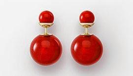 brincos tribais Mise En Dior pérolas em resina vermelha
