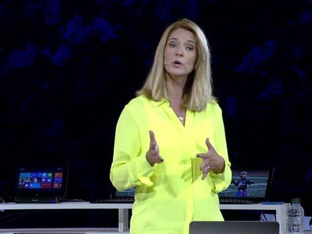 Tami Reller no anúncio do lançamento oficial do Windows 8