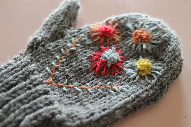 embroidered flower knitted mittens from va voom vintage
