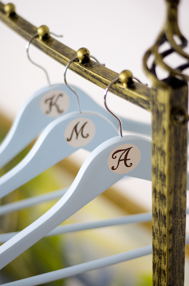 DIY Personalized Hangers {via www.fashionrolla.com}