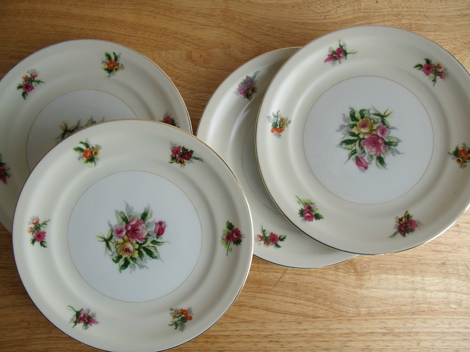 Understated elegance is the only way I can describe these floral bread/dessert plates Made In Japan by Meito China Ivory China which is what it reads on the ... & Meito China Ivory China Plate Set of Four