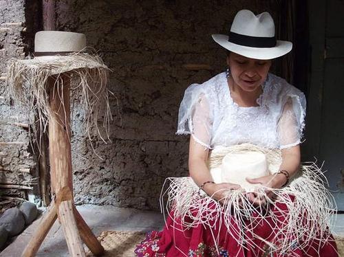 http   www.ecuadorianhands.com blog-es 2012 04 el-famoso-sombrero-panama -hats-es-ecuatoriano  24e161b714a