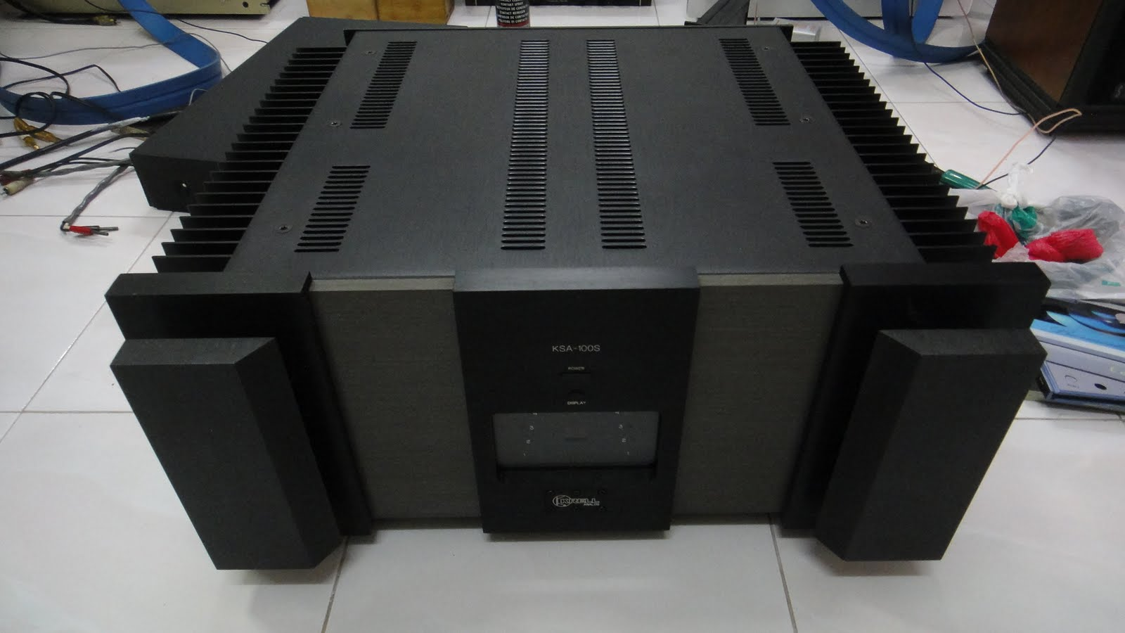 crell amp http://loyhifi.blogspot.com/2011/08/krell-ksa-100s-power-amplifier-used.html