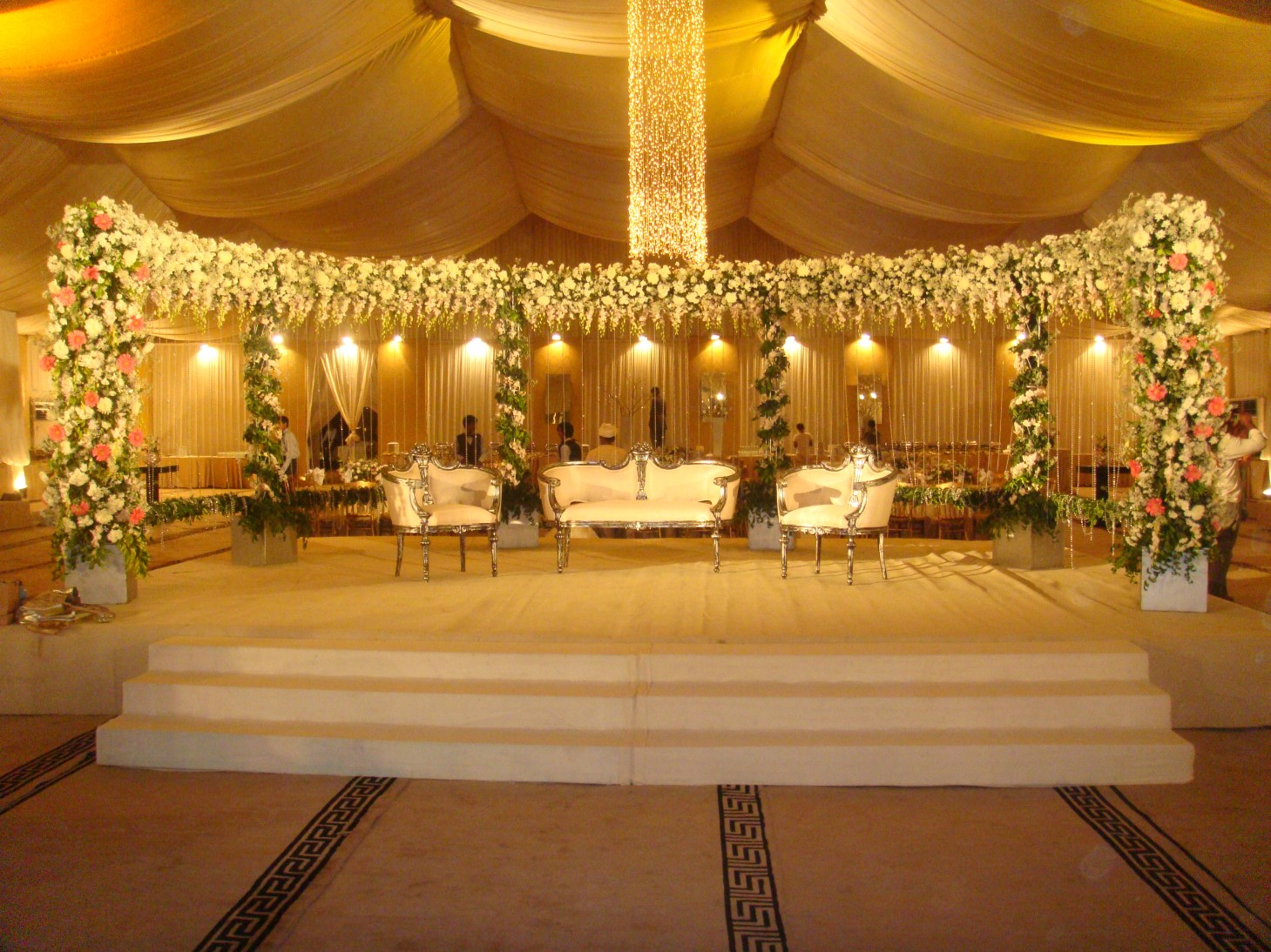 wedding stage decorations in - photo #35