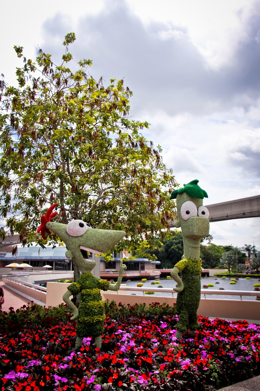 Disney Sisters Epcot Flower And Garden Festival In Full Bloom