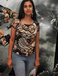 Kasthuri in Jeans with Less Makeup Picture Set (3)