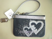 COACH POPPY HEARTS WRISTLET