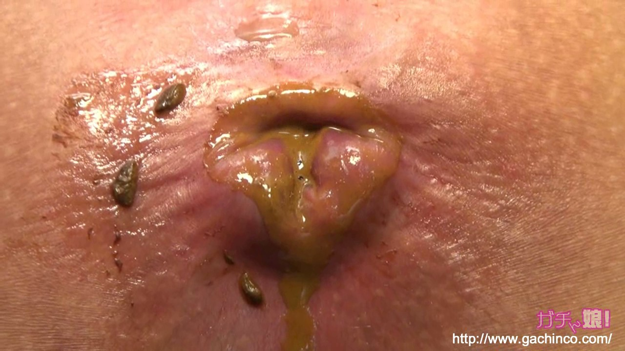 Girl shits during anal masturbation