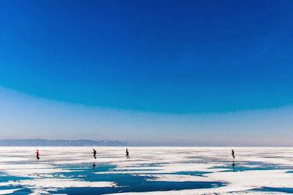 Foto: Maraton di Danau Beku Tertua dan Terdalam di Dunia