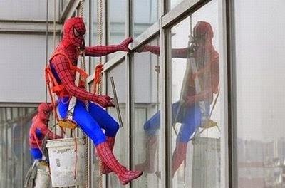 spiderman lucu pembersih kaca