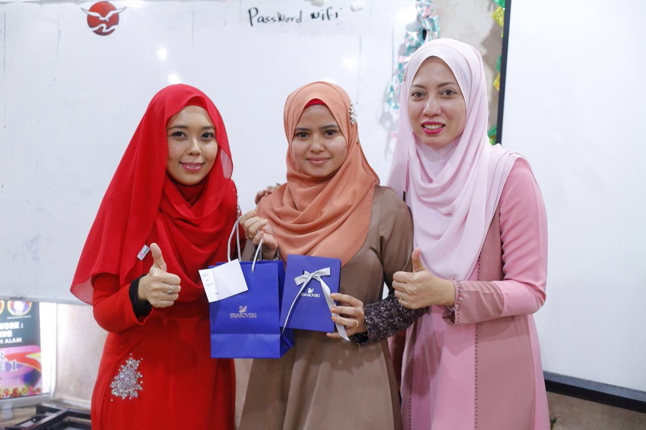 Diapit oleh CDM Salleha Roslan & DDM Dyna Salleh