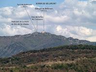 Vista de la Serra de Bellmunt amb el santuari homònim