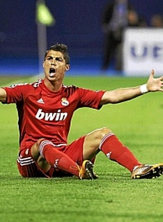 Cristiano Ronaldo in red jersey vs Dinamo Zagreb