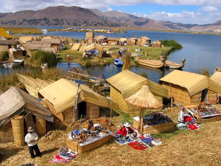 เมืองปูโน่ ริมทะเลสาบติติกากา ประเทศเปรู