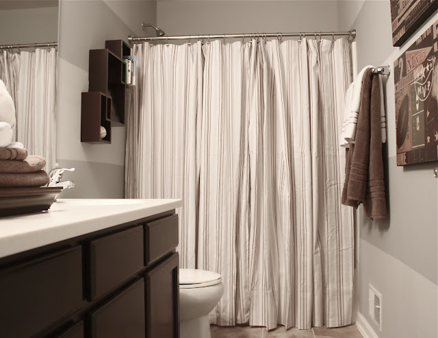 the yellow cape cod boy 39 s bathroom reveal using two shower curtains. Black Bedroom Furniture Sets. Home Design Ideas