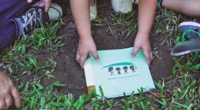 geri dönüşümlü kitap - toprağa ekilen kitap