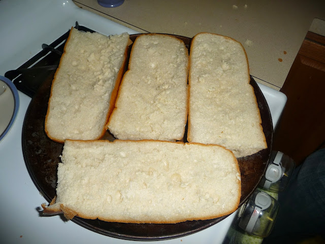 cheap and easy way to make French bread pizza at home,