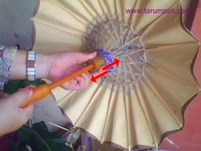 cara membuka dan menutup payung geulis kertas