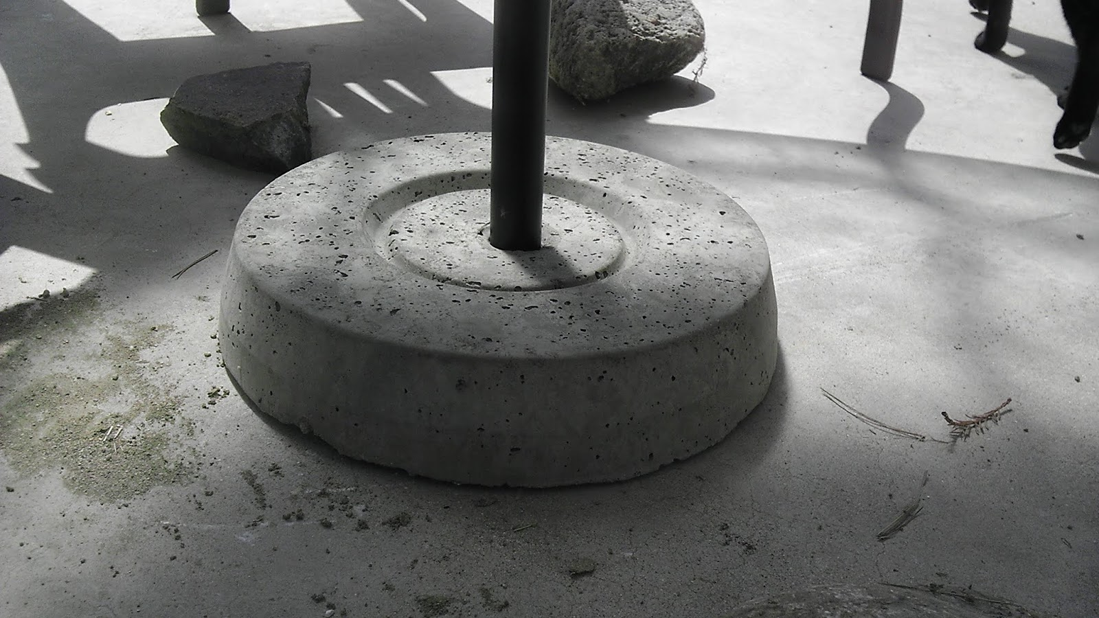 christina and ted buy a house diy concrete umbrella stand. Black Bedroom Furniture Sets. Home Design Ideas