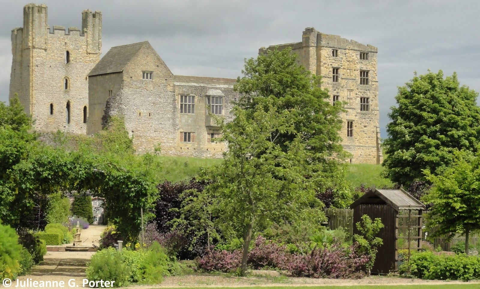 Gwenfars Garden And Other Musings Garden Visit Helmsley Walled